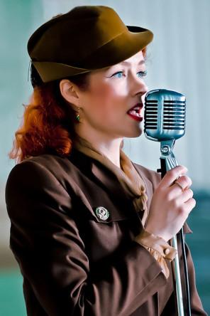 Lola Lamoor 1940s style vocalist